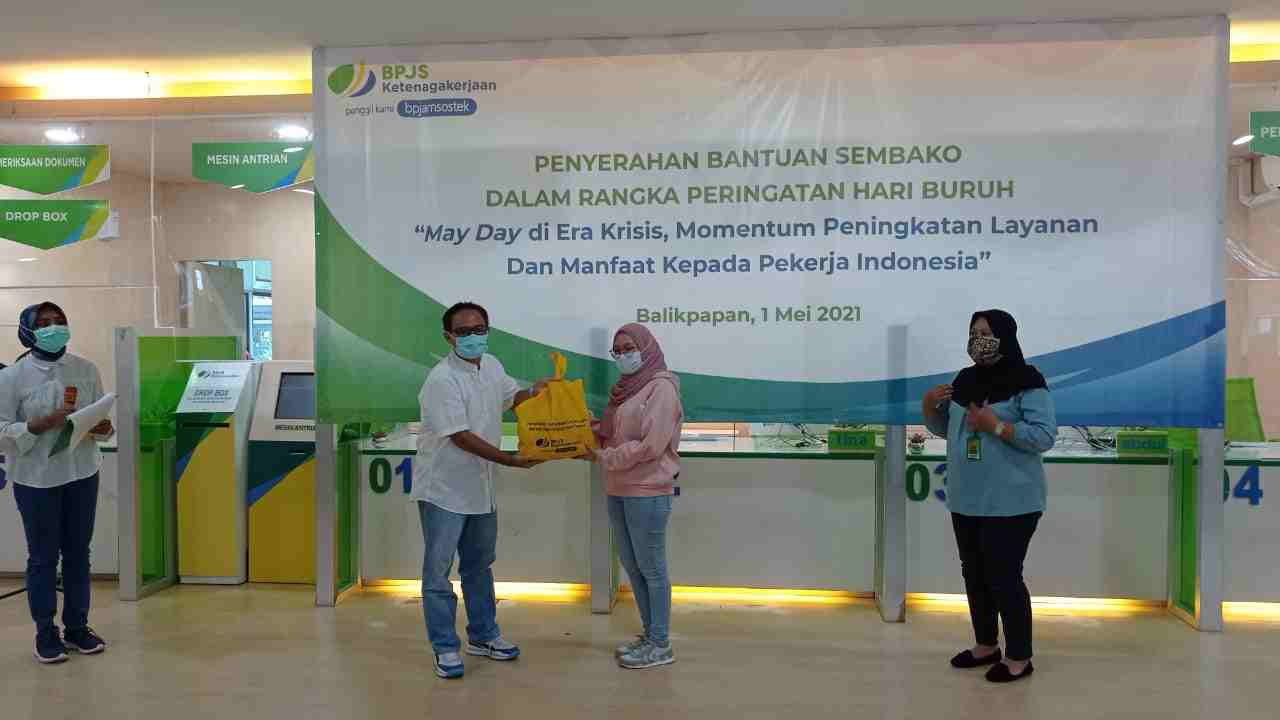 BPJS Ketenagakerjaan Bagi- bagi 1.500 Paket Sembako di Kalimantan