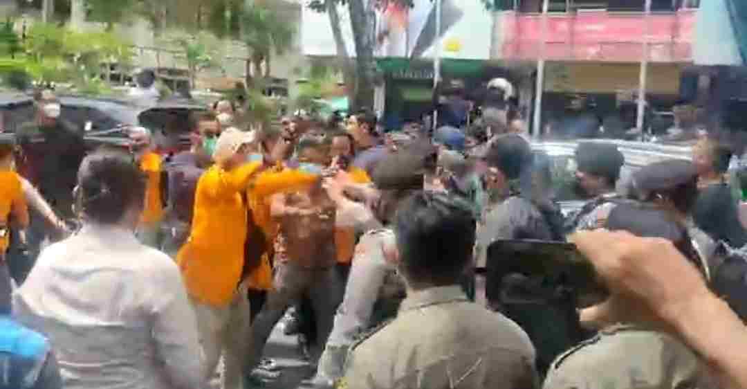 Demo Tolak PPKM Darurat Dibubarkan, 15 Mahasiswa Diamankan dan Swab Antigen
