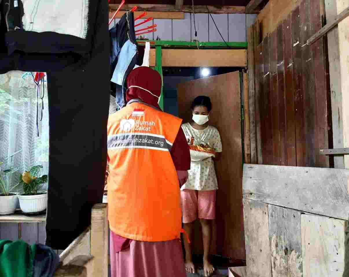 Rumah Zakat Balikpapan Berbagi Paket Sembako dan Superqurban untuk Warga Isoman
