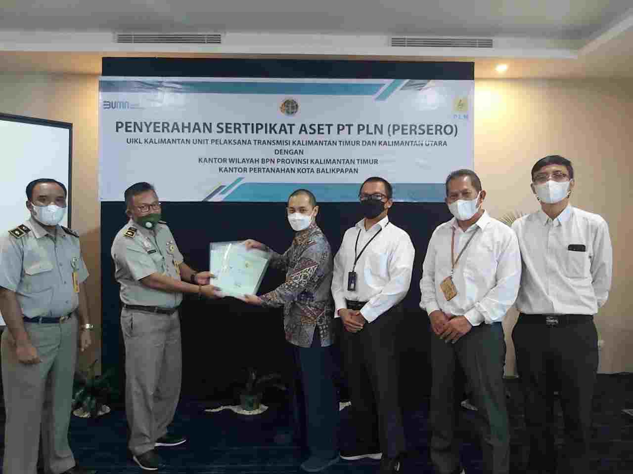 BPN Serahkan Sertifikat Aset ke PLN UPT Kaltimra