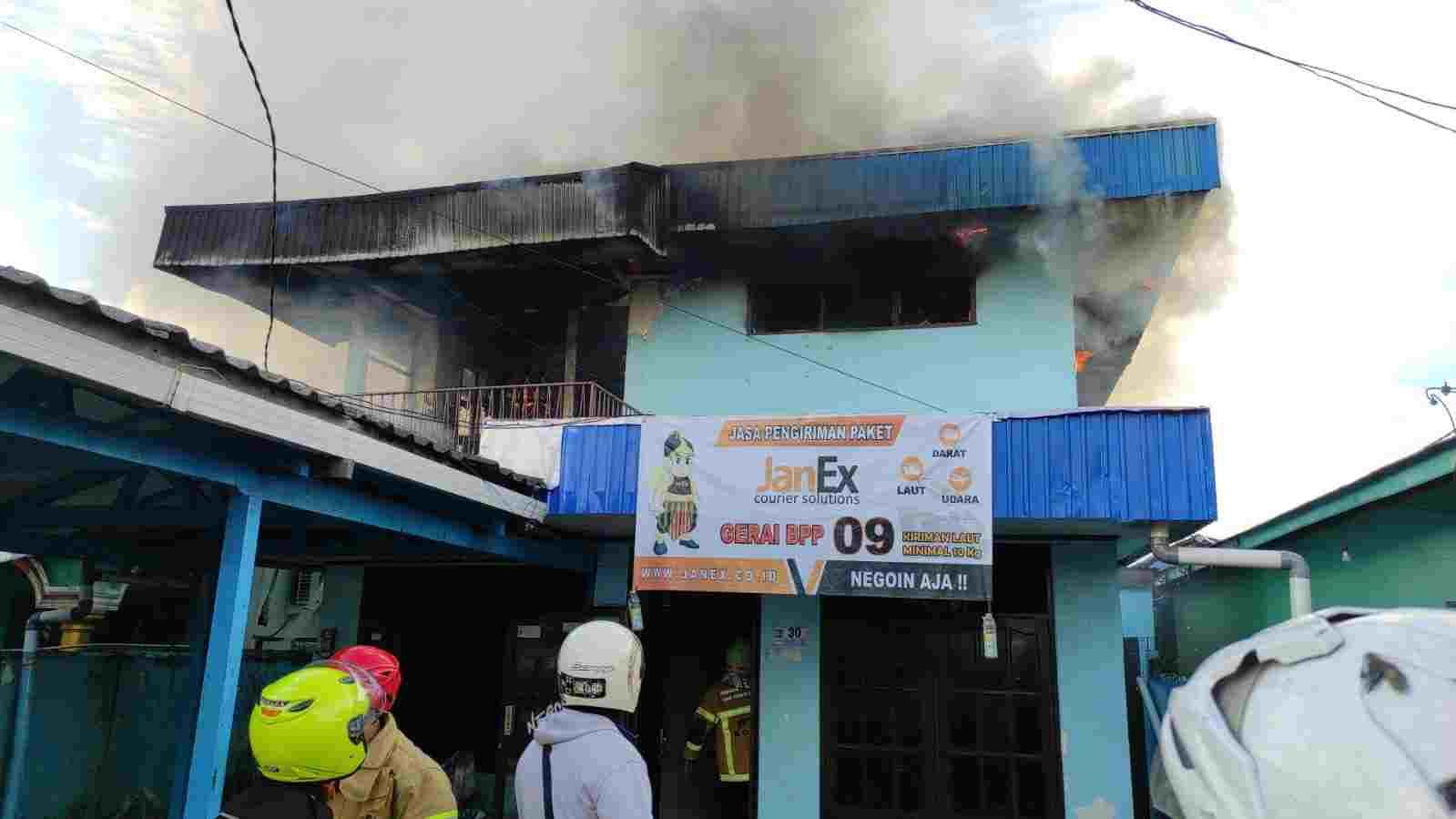 Kebakaran di Jalan Blora 2, Kantor Ekspedisi Terbakar