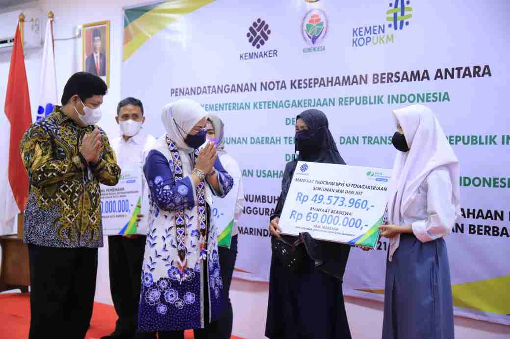 BPJS Ketenagakerjaan Serahkan Langsung Hadiah kepada Perusahan Peraih Pemenang Paritrana