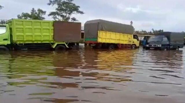 Banjir Bukit Rawi Berangsur Surut, Minibus Belum Dibolehkan Melintas