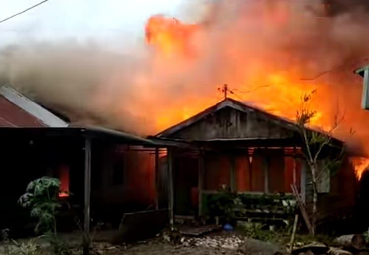 7 Unit Rumah di Kilo 1 Loa Janan Ludes Terbakar