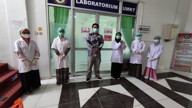 Mahasiswa Farmasi UMKT Teliti Tanaman Bajakah sebagai Antibiofilm
