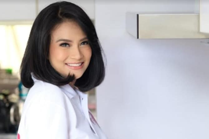 Tak Lagi Berakting, Vanessa Angel Jualan Sandal